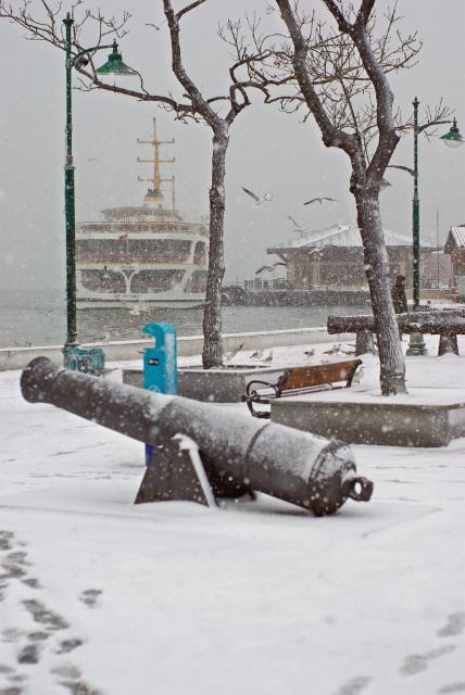 Beşiktaş port, open air naval musem, Beşiktaş iskelesi ve deniz müzesinden bir bölüm, İstanbul