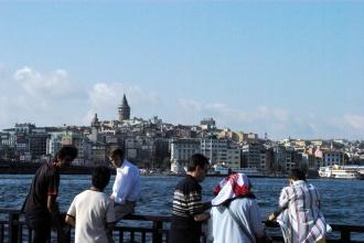 passengers in Eminönü port, Eminönü iskelesinde yolcular, İstanbul, pentax k10d