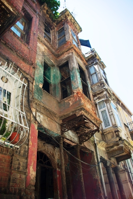 typical houses of Balat-Fener district, Balat-Fener 'in kendine özgü evleri,  Golden Horn, Haliç, İstanbul, Pentax K10d