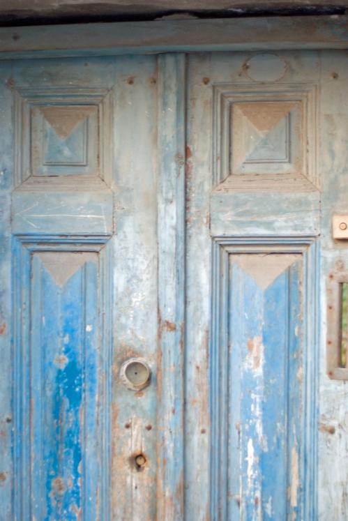 Üsküdar, a wooden door