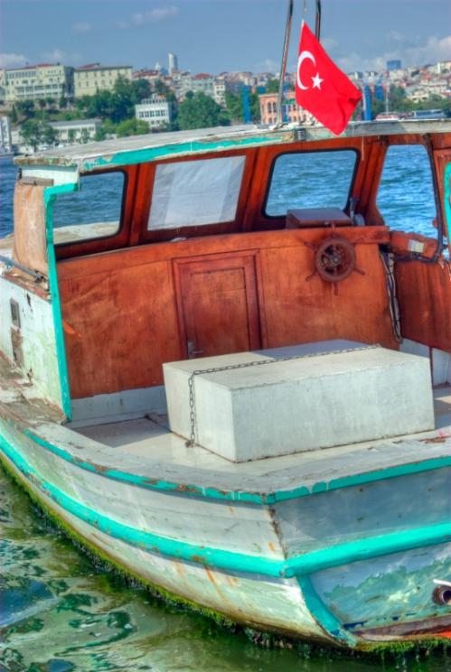 boat and Golden Horn, Haliç'de boş bir tekne, İstanbul, pentax k10d