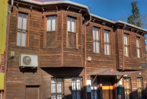 old fabric wooden houses, Yeldegirmeni-Kadikoy, Istanbul, pentax k10d, Ayrılık çeşmesi civarındaki eski ahşap evler