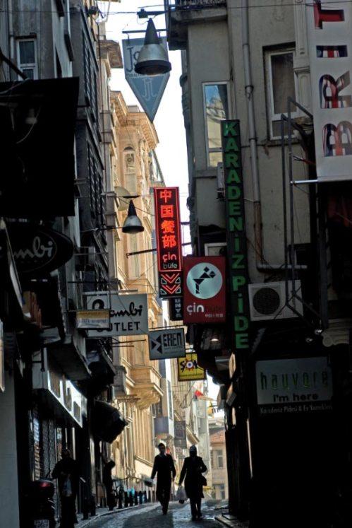Narrow streets of Beyoğlu-Galata, Galata 'nın dar sokakları, Istanbul, pentax k10d, photos by ozgur ozkok