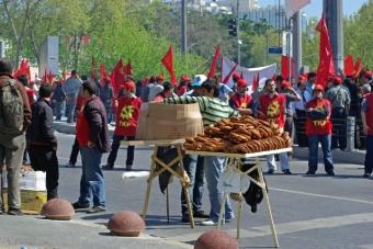 1_mayis_taksim_istanbul_ozgur_ozkok_2010-25